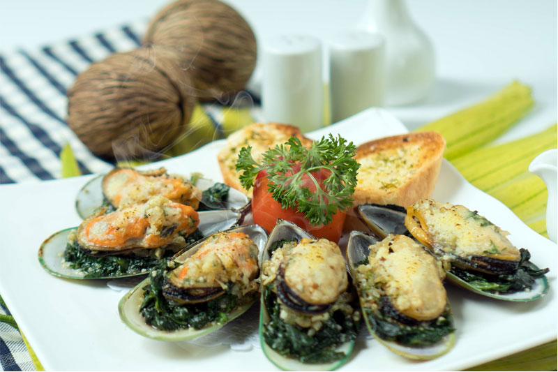 new zealand baked mussel with herb